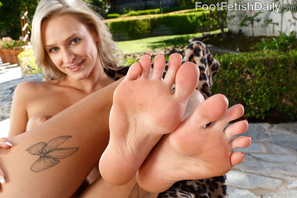 Emma Hix Feet photo 11