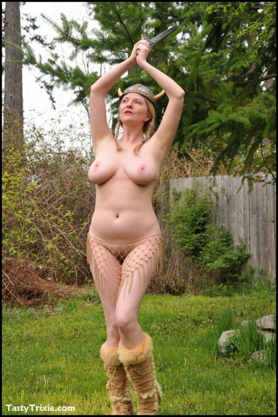 Naked Viking Girls photo 30