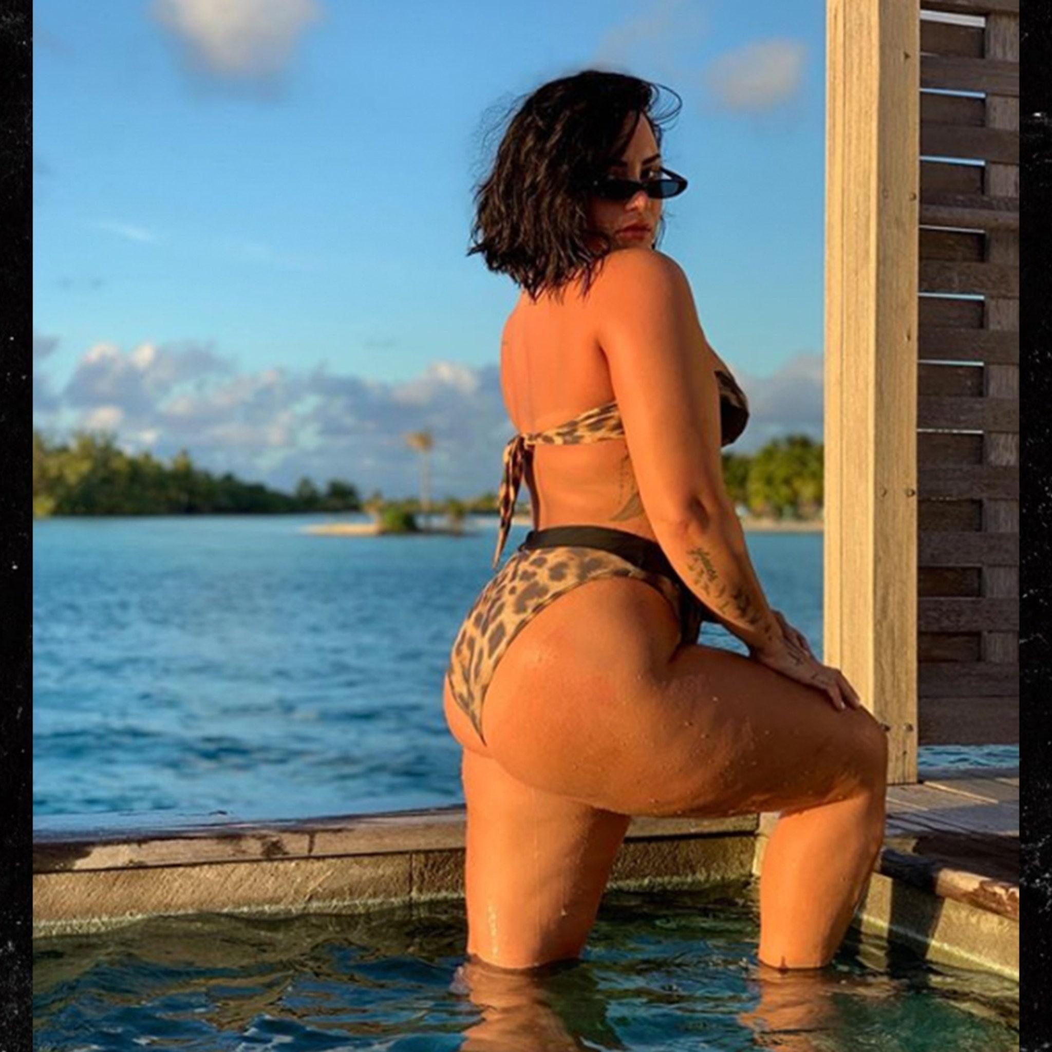 Demi Lovato Naked Uncensored photo 4