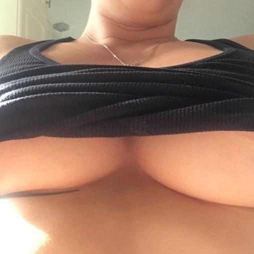 Sexy Underboob Selfie photo 4